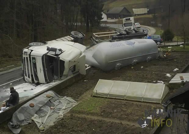 prevrnjen tovornjak1