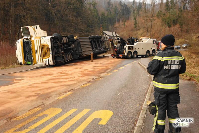 nesreca tovornjak poreber 25