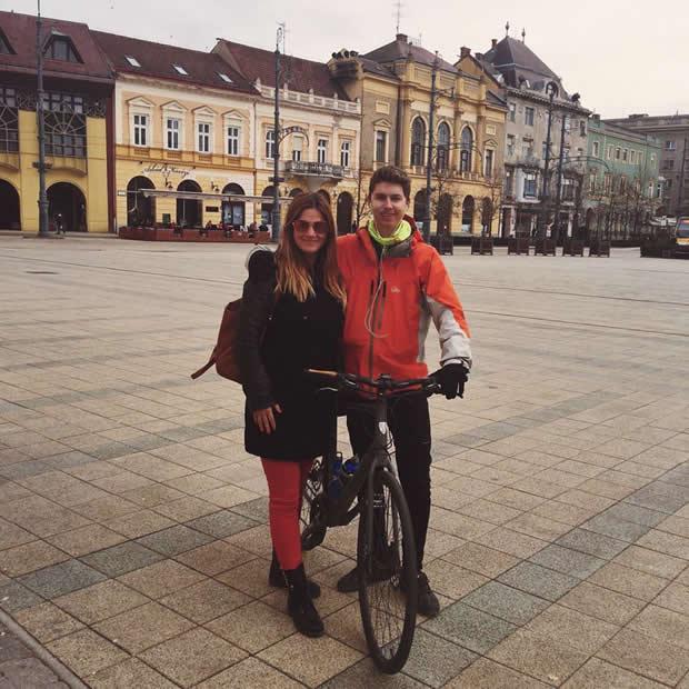 Tomaž Humar z mamo Sergejo ob vrnitvi na izhodišče svoje 209 dnevne poti okrog sveta. Foto: FB profil Tomaža Humarja